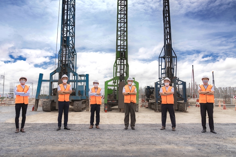 Frasers Property Industrial (Thailand) and strategic partner Mitsui Fudosan Asia (Thailand) celebrate the start of the first warehouse construction at Bang Na 2 Logistics Park in the Eastern